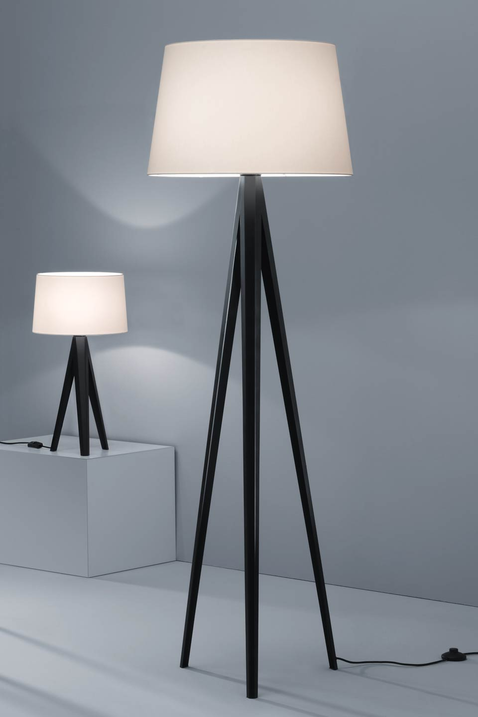 mon lampadaire lampadaire tr pied. Black Bedroom Furniture Sets. Home Design Ideas